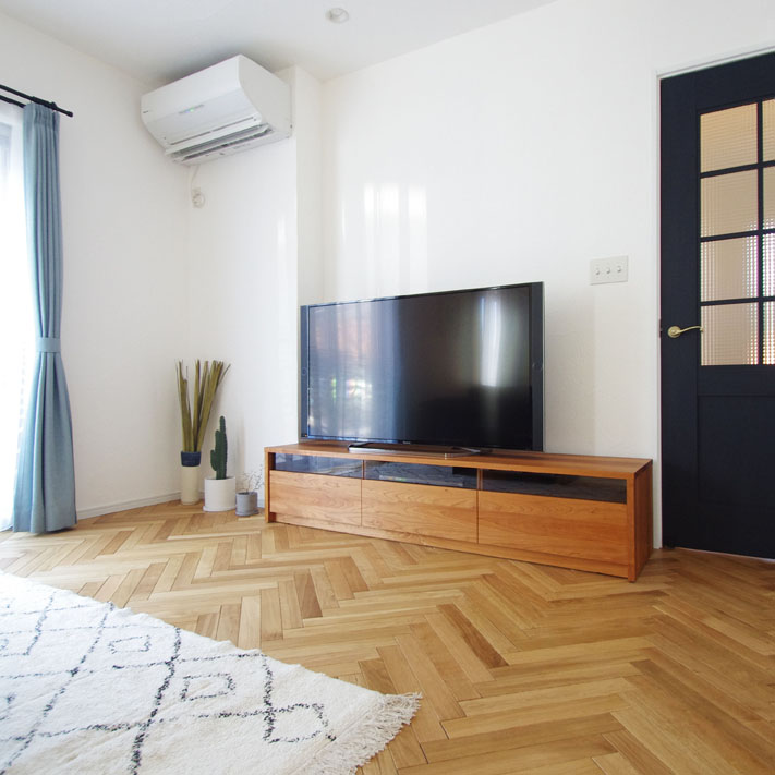 ブラックチェリー無垢材のテレビボード