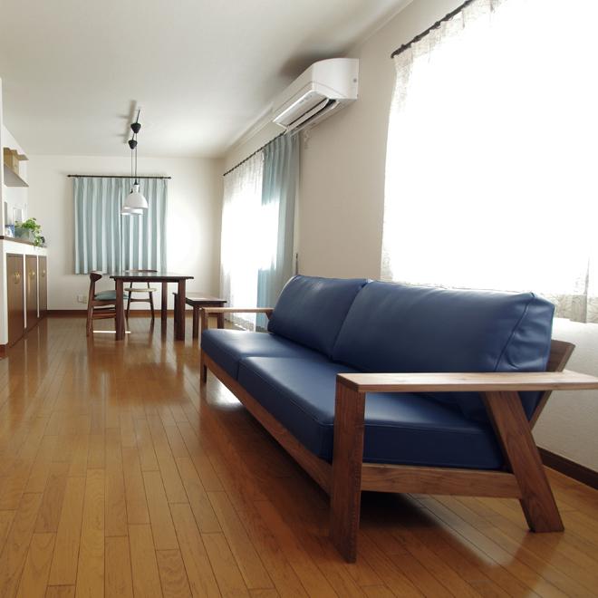LDKの家具とカーテン