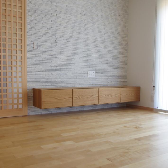 オーク材のフロート式TVボード