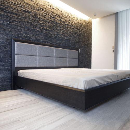 特注サイズのベッドフレーム