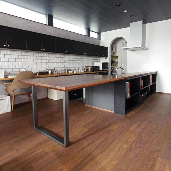 テーブルとカウンターの一体型デザイン