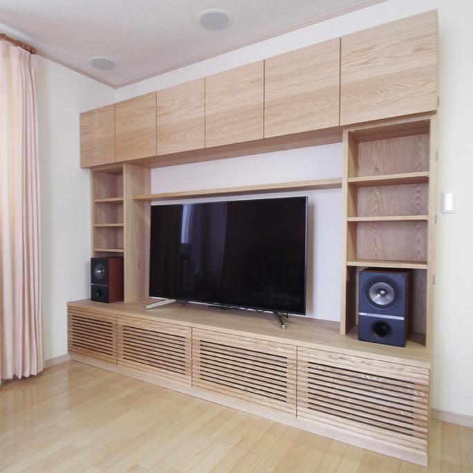 オーク材の壁面収納テレビボード