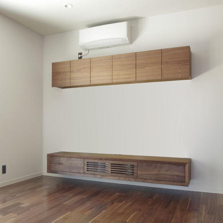 フロートテレビボードと吊り棚収納