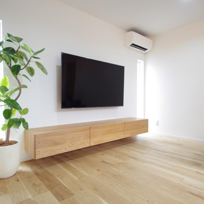 オーク無垢材のフロートテレビボード