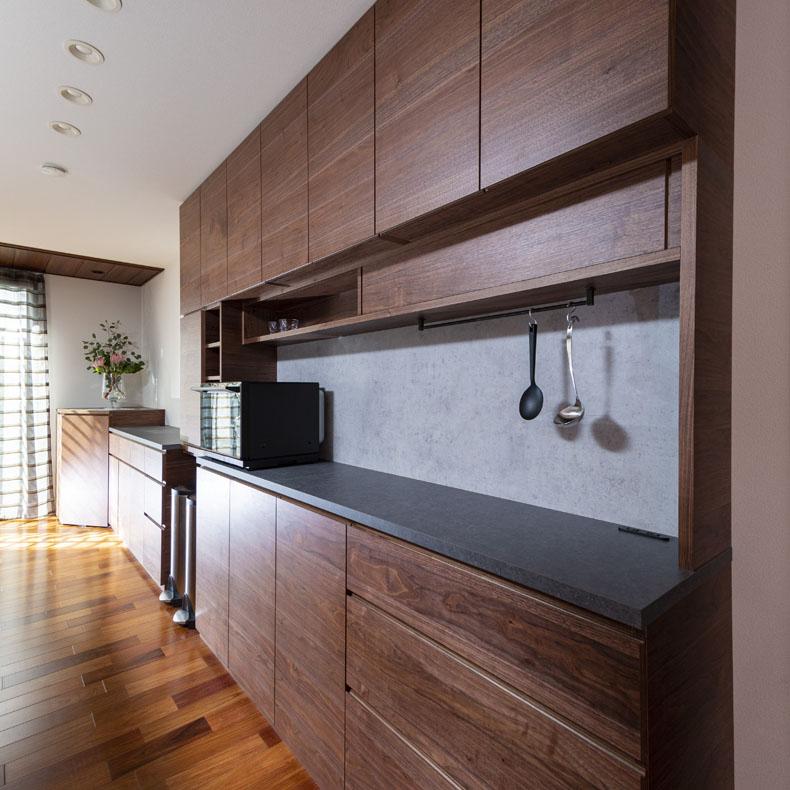 幅5400mmのキッチン背面収納