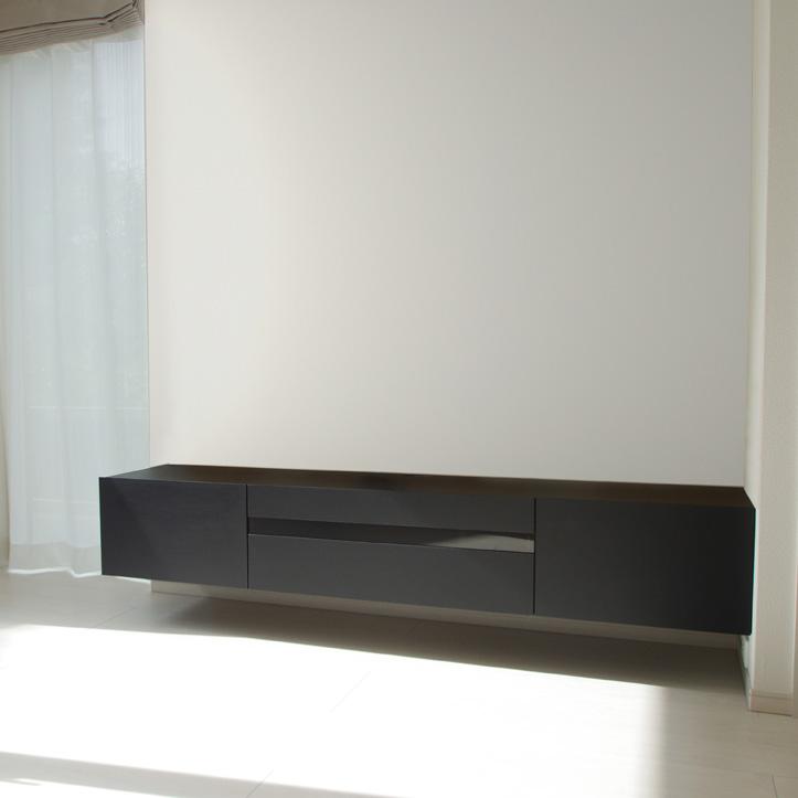 ブラックのフロートテレビボード