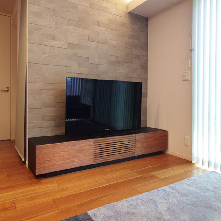 ブラック×ウォールナットのテレビボード