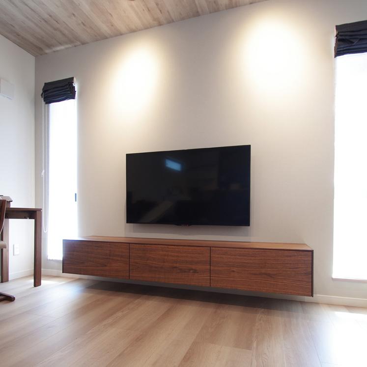 ウォールナットのフロートテレビボード