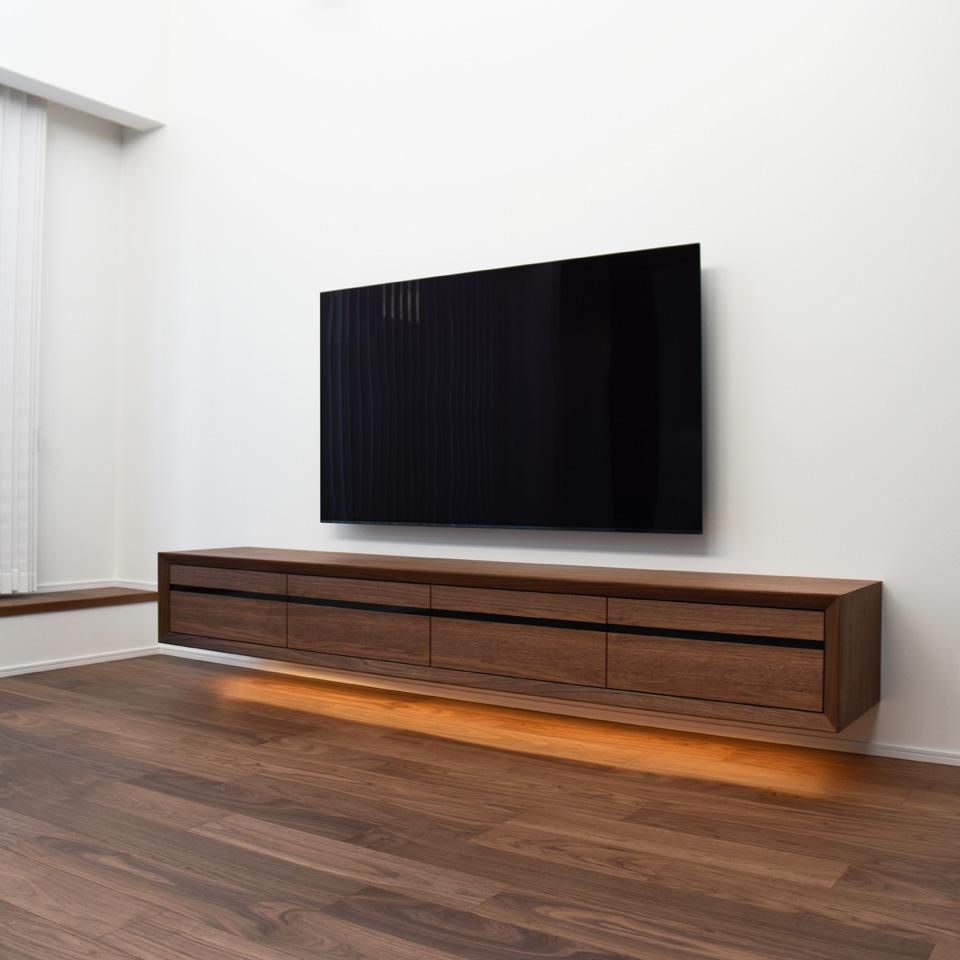 スリットデザインのテレビボード