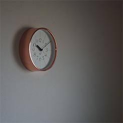 銅の時計(渡辺力)